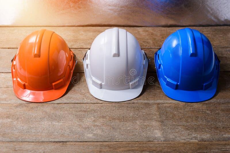 Шлем апельсина, белых и голубых защитный безопасности стоковые изображения rf