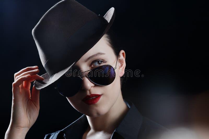 Шлем и солнечные очки стоковые фотографии rf