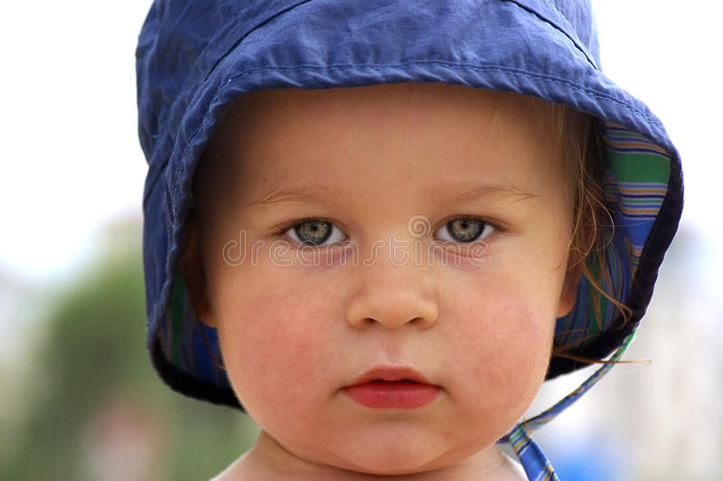 шлем ребёнка меньшее лето парка стоковое изображение rf
