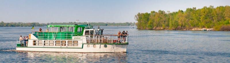 Шлюпка ` Дианы ` проводит на реке Dnieper в Киеве, Украине стоковое фото