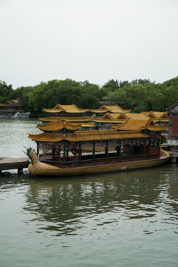 Шлюпка дракона на озере в летнем дворце - Пекине Kunming, Китае стоковая фотография