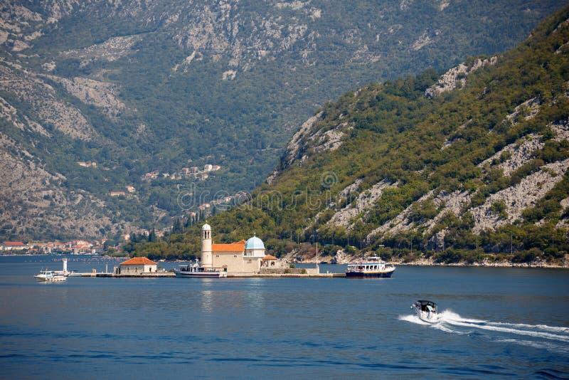 Шлюпка залива Kotor, Черногория стоковая фотография rf