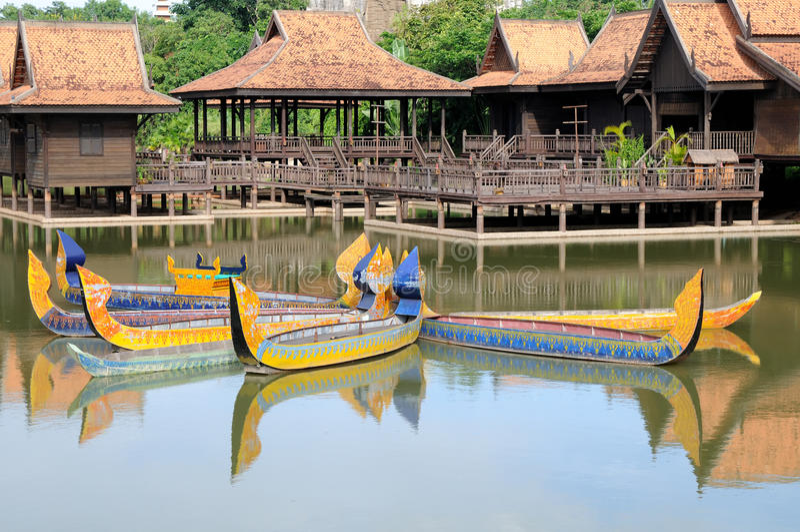 шлюпка Камбоджа стоковые фотографии rf