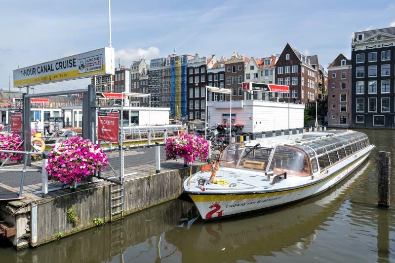 Шлюпка канала ЛЮДВИГ ВАН БЕТХОВЕН Амстердама стоковое фото
