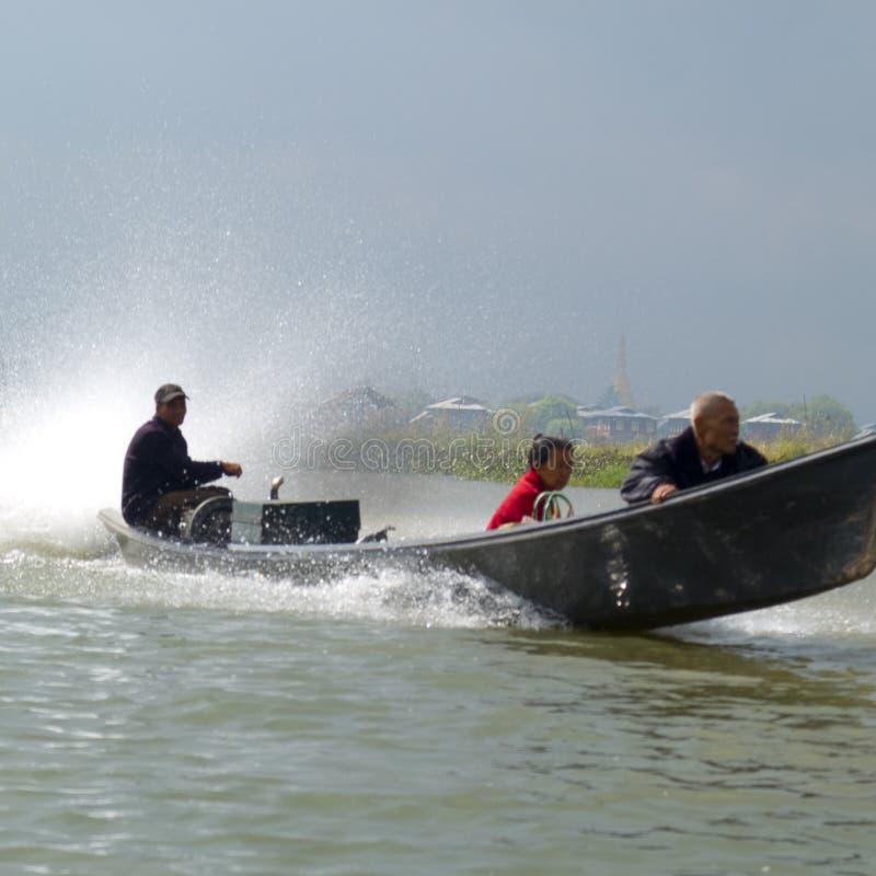 Шлюпка на озере Inle стоковая фотография rf