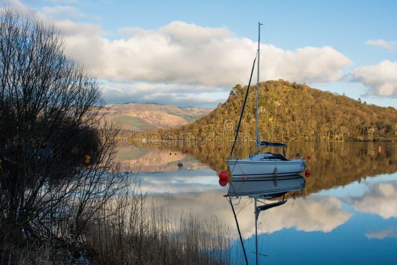 Шлюпка на Loch Lomond стоковая фотография