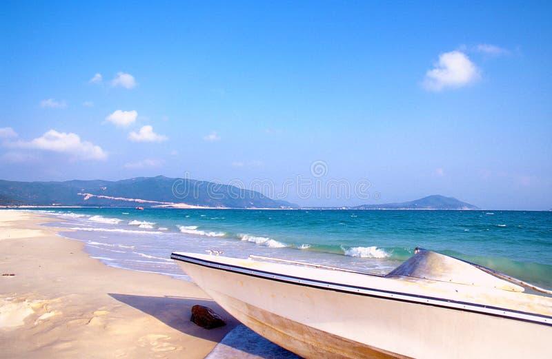 шлюпка пляжа стоковое изображение rf