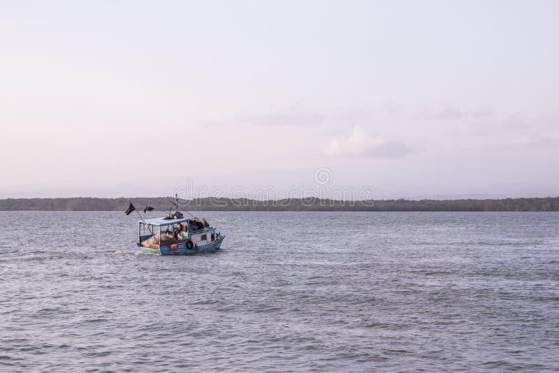 Шлюпка рыболова Puntarenas Тихая океан Коста-Рика стоковая фотография