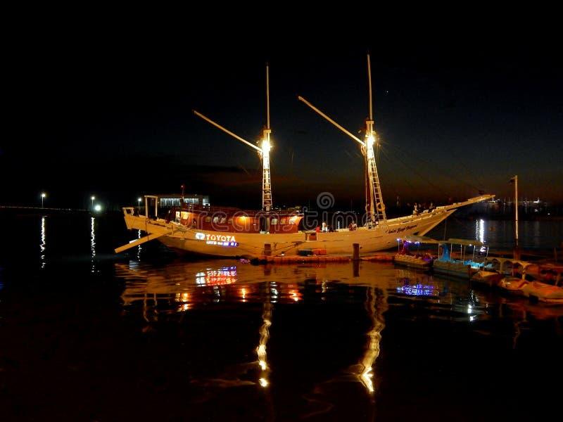 Шлюпка Phinisi на порте стоковая фотография rf