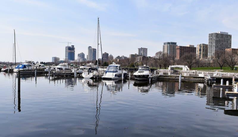 Шлюпки в гавани, WI Milwaukee, США стоковые фотографии rf