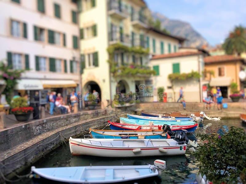 Шлюпки в Марине sul Garda Limone стоковые фотографии rf