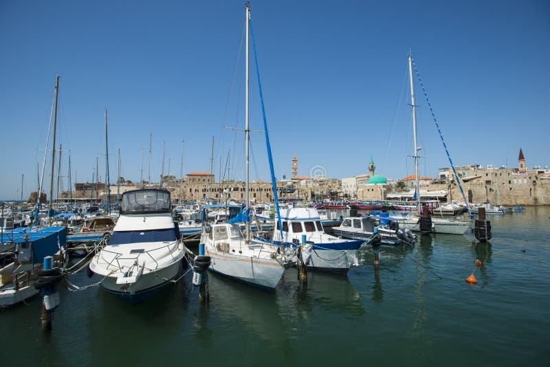 Шлюпки в старом порте акра, Израиле стоковая фотография rf