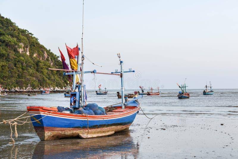 Шлюпки и море стоковые изображения rf