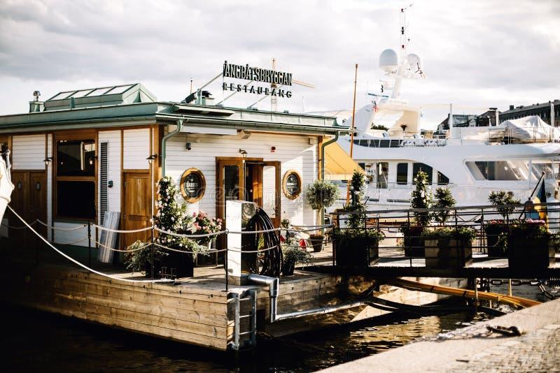 Шлюпки на гавани в Стокгольме, Швеции стоковая фотография rf
