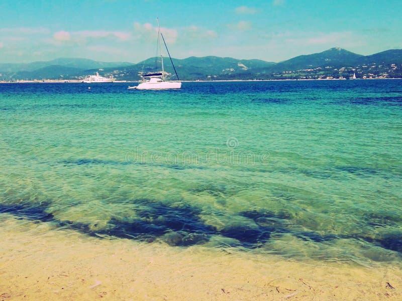Шлюпки на море в St Tropez стоковые изображения rf