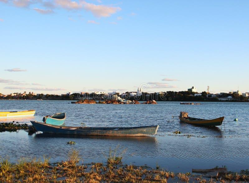Шлюпки на реке São Франсиско в городе Petrolina стоковые изображения rf