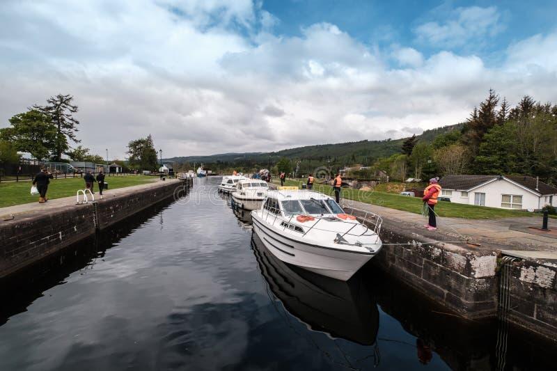 Шлюпки на шотландском канале на форте Augustus в Шотландии стоковая фотография
