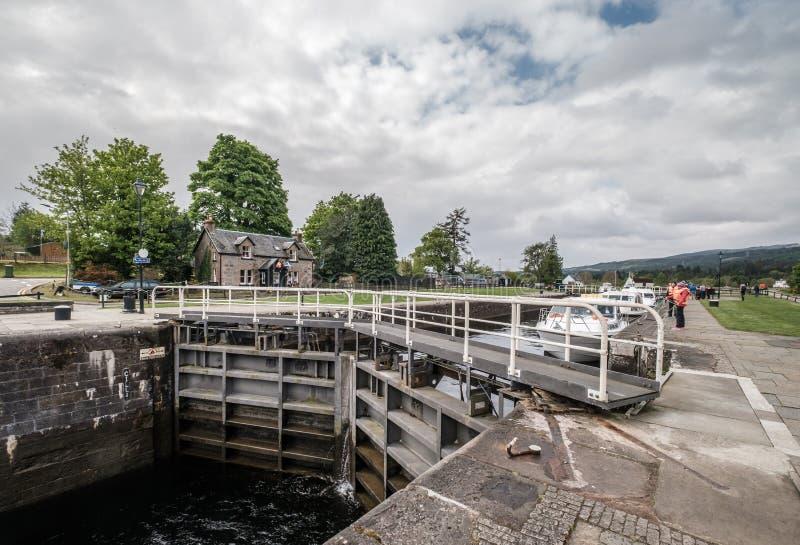Шлюпки на шотландском канале на форте Augustus в Шотландии стоковое изображение rf