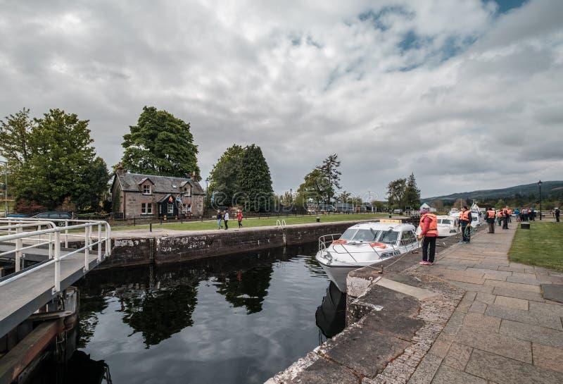 Шлюпки на шотландском канале на форте Augustus в Шотландии стоковые фото