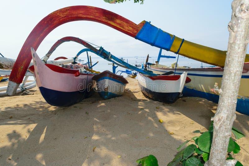 Шлюпки подлинного острова Бали деревянные и красочные стоковые фото