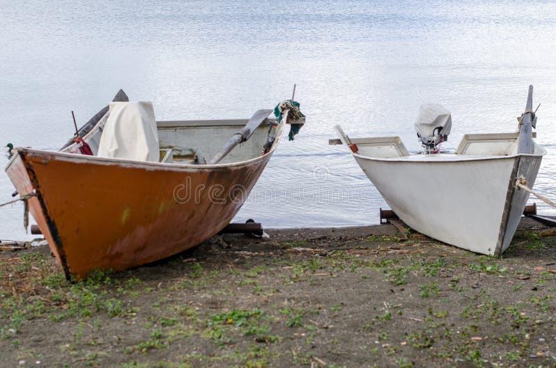 Шлюпки рыболовов озера Bolsena стоковое фото