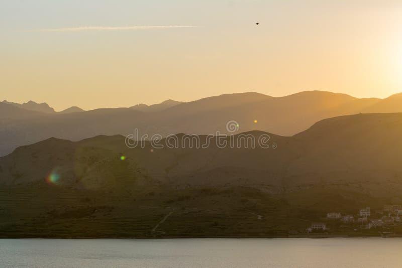 шлюпки удя небо чайки моря витают восход солнца стоковая фотография rf