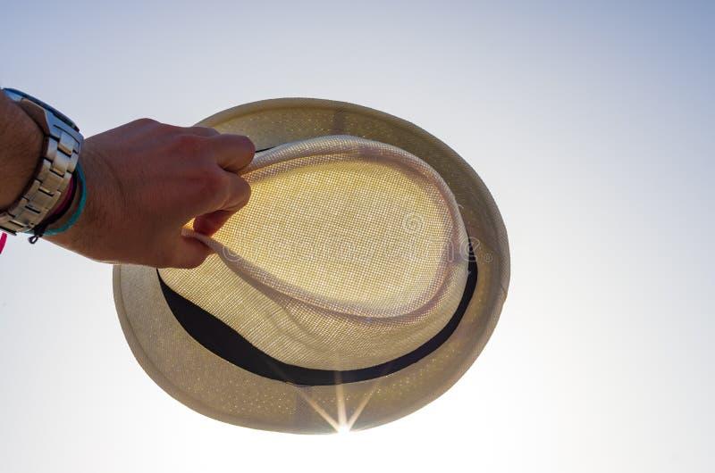 Шляпа покрывая солнце стоковое изображение rf