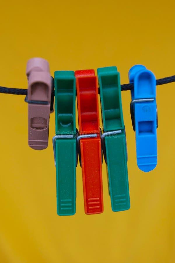 шнур clothespins стоковое изображение