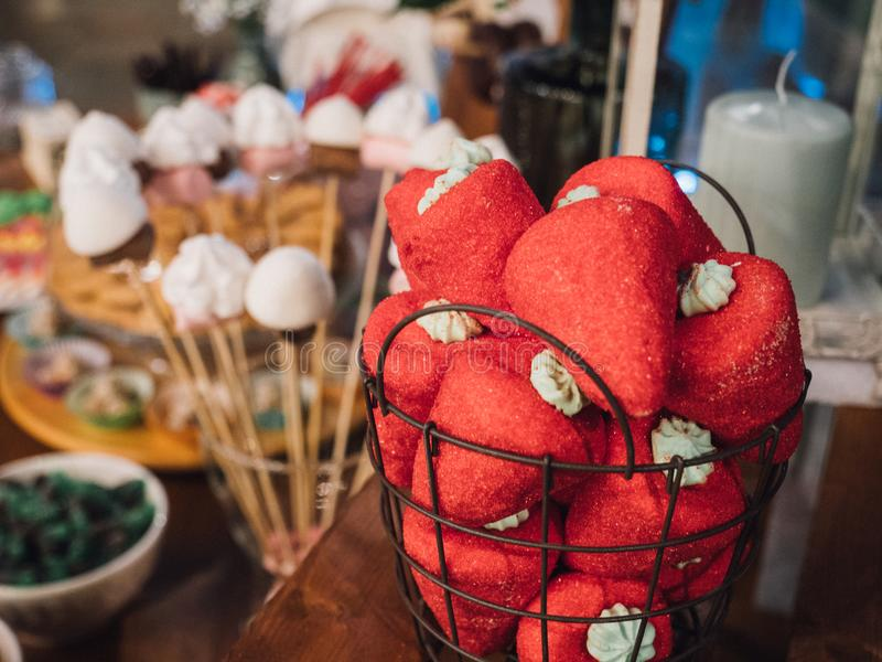 Шоколадный батончик на свадьбе, клубника стоковые изображения