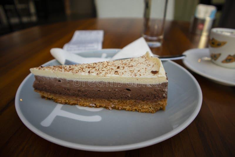 Шоколадный торт завтрака стоковая фотография rf