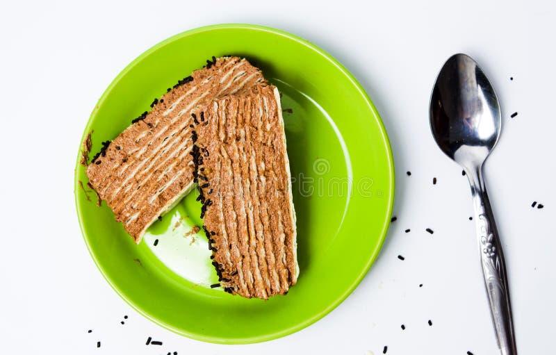 Шоколадный торт на взгляде сверху плиты стоковое изображение