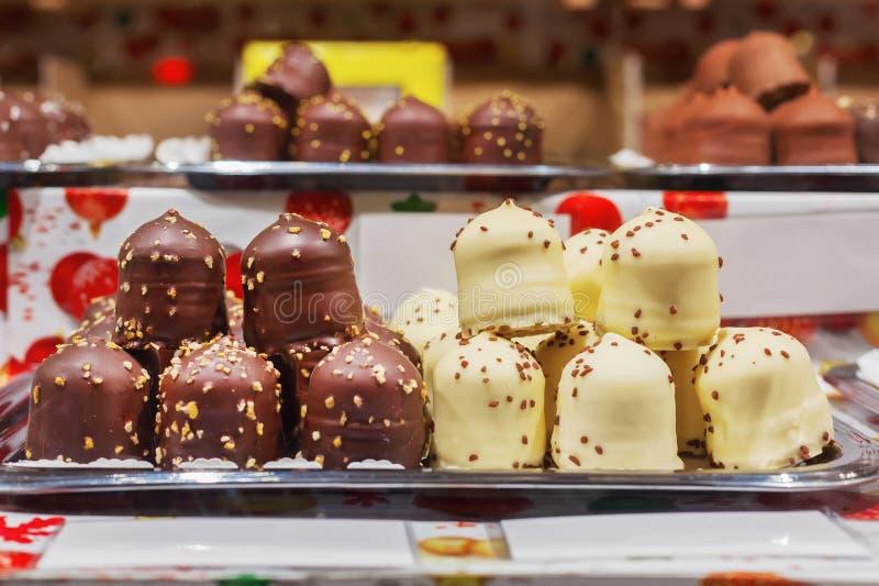 Шоколадный торт хлопает в рождественской ярмарке стоковое фото