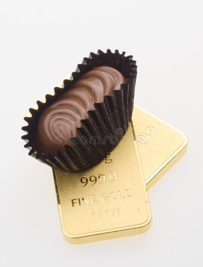 Шоколад и золото с предпосылкой стоковое фото rf