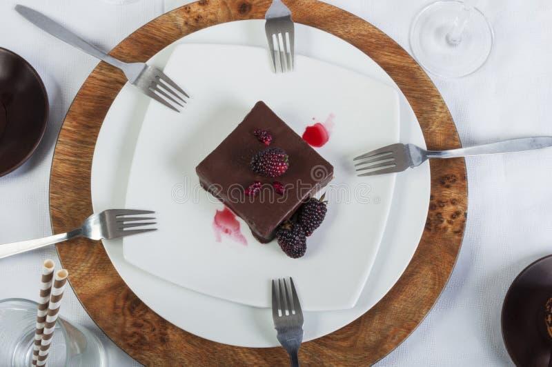 Шоколадный торт доли стоковое изображение rf