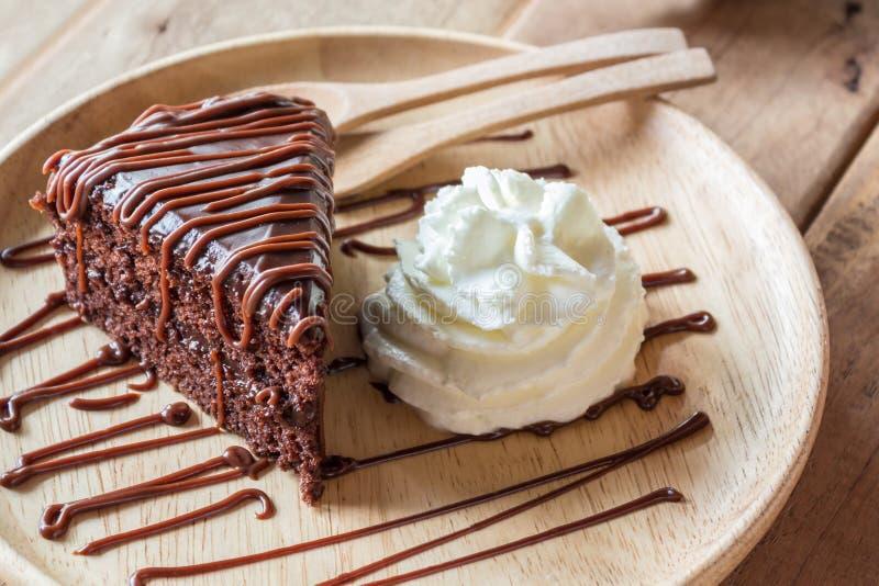 Шоколадный торт с creame шоколада стоковые изображения