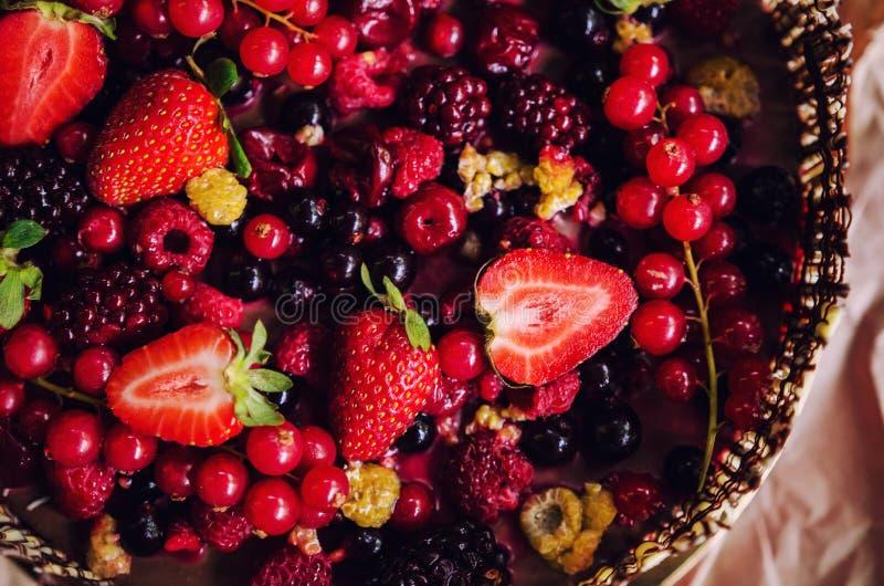 Шоколадный торт ягод стоковые изображения