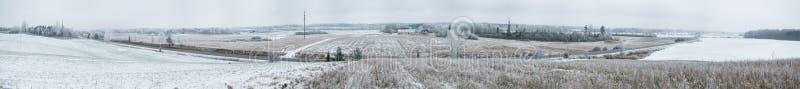 Шоссе в панораме зимы стоковая фотография