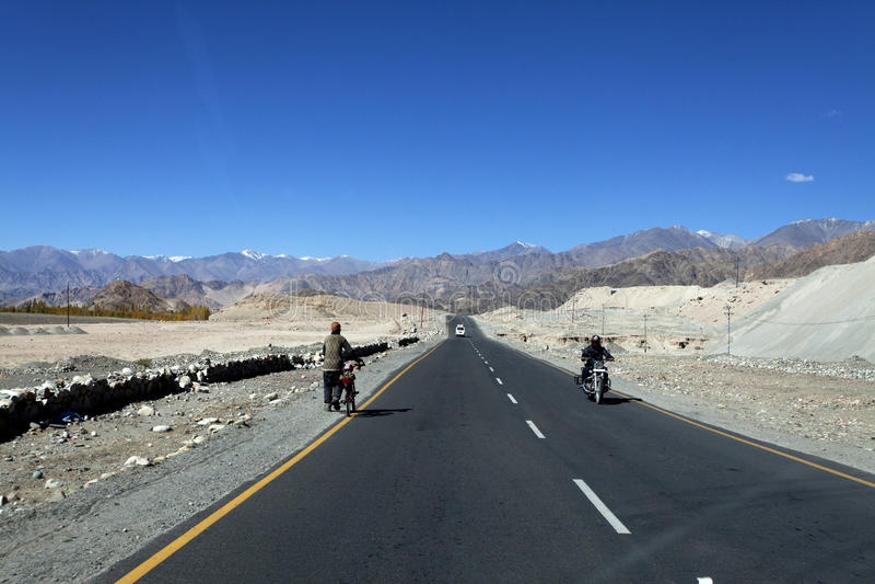 Шоссе в Ladakh стоковые фотографии rf