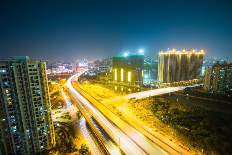 Шоссе города на ноче стоковые изображения