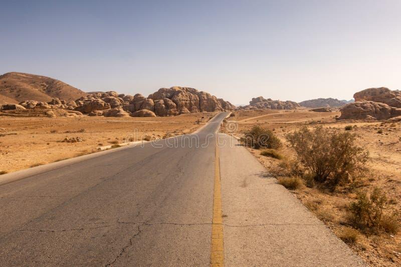 Шоссе королей, от Аммана к Petra и Акабе, проходя в меньший Petra Джордан стоковое изображение rf