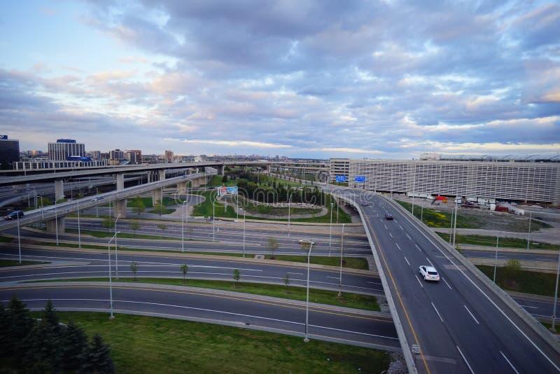 шоссе Мульти-майны в большом городе стоковое фото