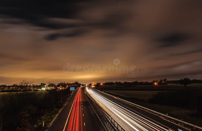 Шоссе на ноче стоковые фотографии rf