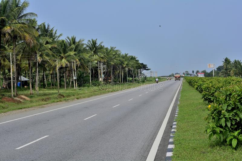 Шоссе шоссе Karnataka - Tumkur Chitradurga стоковые изображения