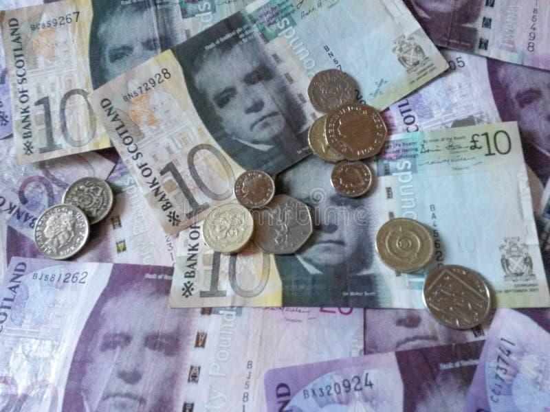 Шотландские примечания и монетки фунта стоковые фотографии rf