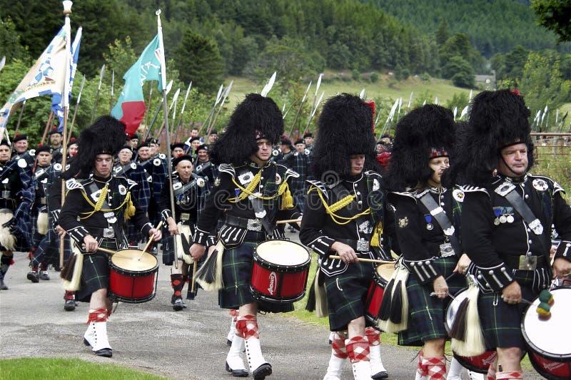 Шотландский военный оркестр на играх гористой местности Lonach в Шотландии стоковая фотография