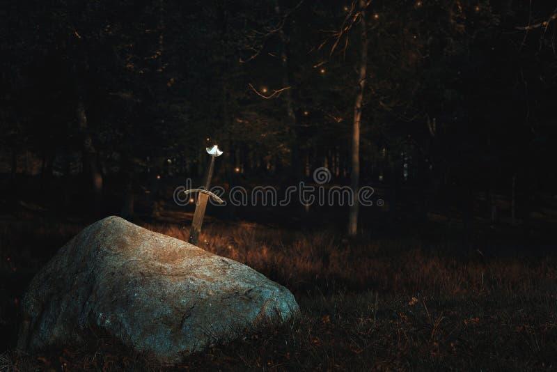 Шпага Excalibur в утесе стоковое фото rf