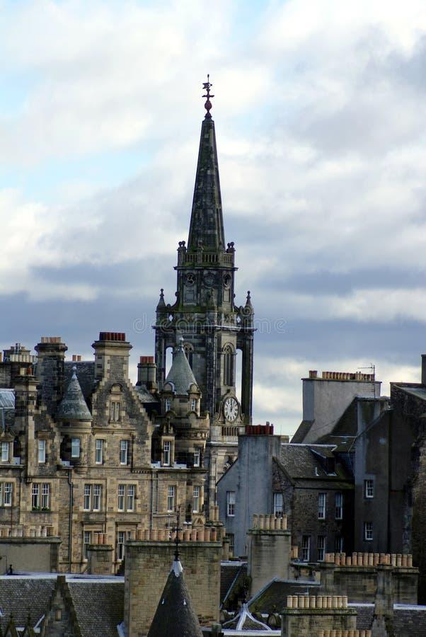 Шпиль кирки Tron в старом городке в Эдинбурге стоковые изображения