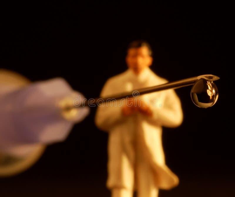 шприц figurine падения