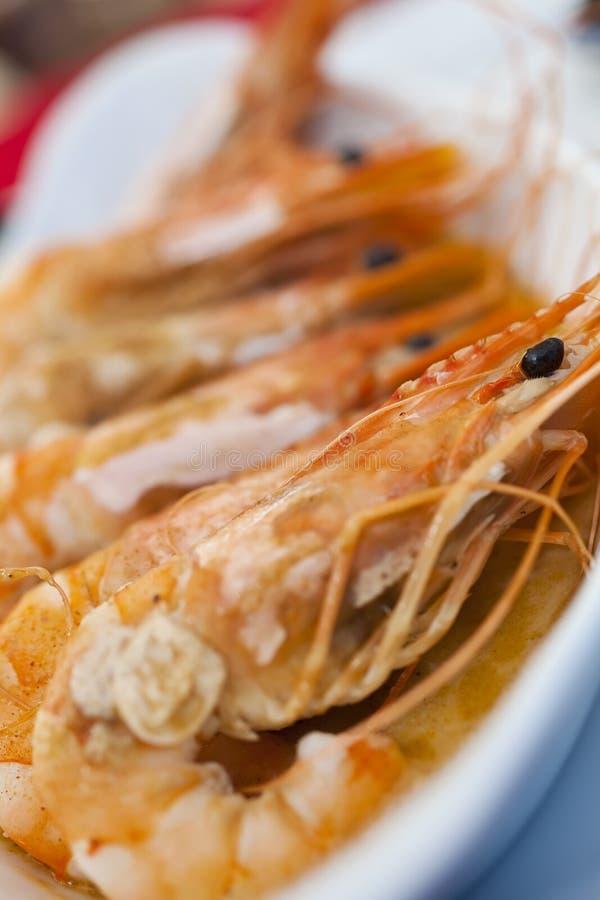 шримс креветок чеснока масла гигантский зажженный стоковые фото