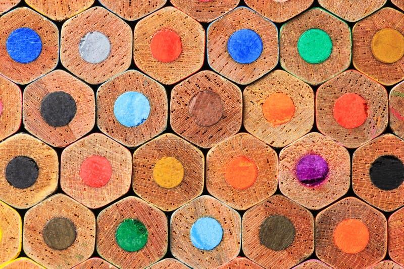 Штабелированные карандаши цвета близко вверх стоковое изображение rf